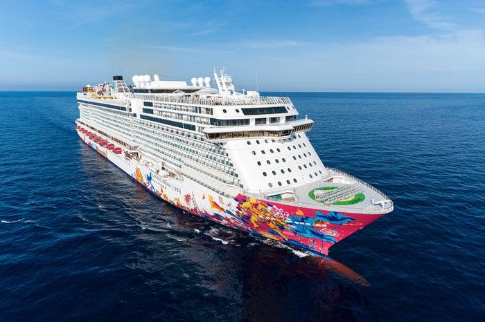 ドリームクルーズが運航するアジア最大級の客船「ゲンティン ドリーム」(C)ドリームクルーズ
