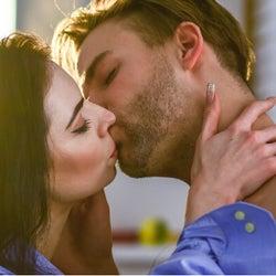 興奮しちゃうッ♡男性がムラっとする「キス中の声」の出し方