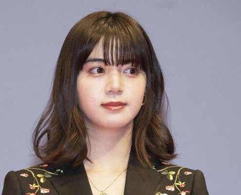 池田エライザ、セクシーすぎる背中開きドレスショットに反響
