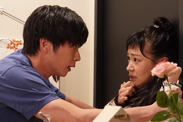 田中圭、奈緒/「あなたの番です」第12話より(C)日本テレビ