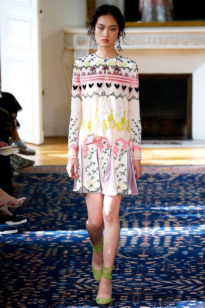 ボタニカルワールド「ヴァレンティノ パリファッションウィーク Spring/Summer2017」より/photo:GettyImages
