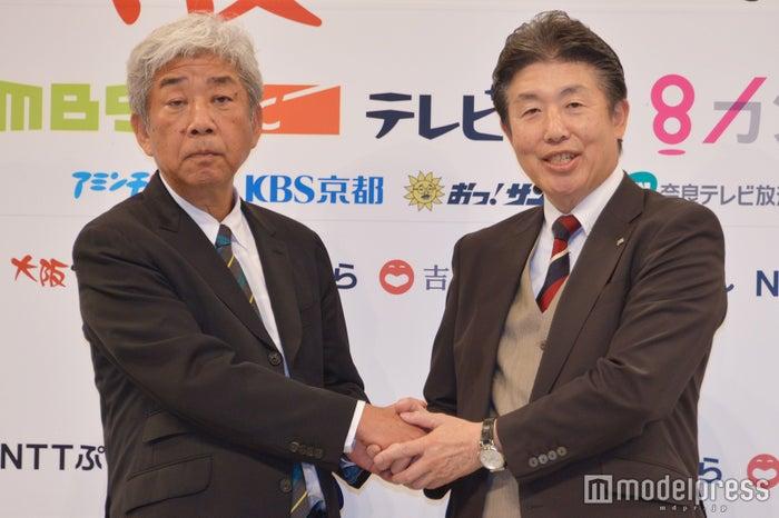 (左から)吉本興業・大崎洋代表取締役社長、NTTぷらら・坂東浩二代表取締役社長 (C)モデルプレス