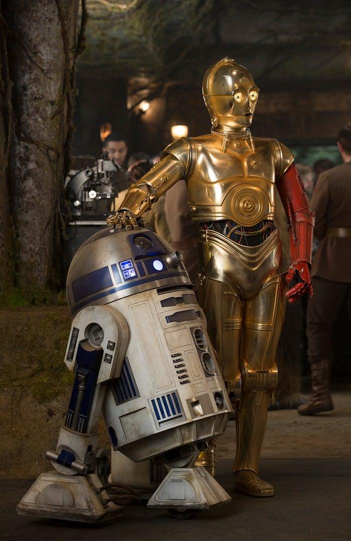(左から)R2-D2、C-3PO/『スター・ウォーズ/フォースの覚醒』より(C)2016 & TM Lucasfilm Ltd. All Rights Reserved.
