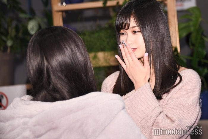 ファンと交流する西山乃利子 (C)モデルプレス