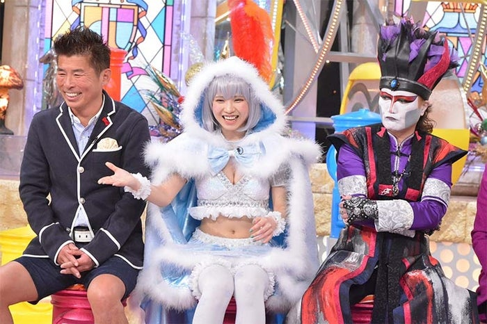 えなこ(中央)(写真提供:読売テレビ)