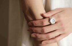 腕時計ならぬ《指時計》!?人と差がつく話題のおしゃれアイテムに注目