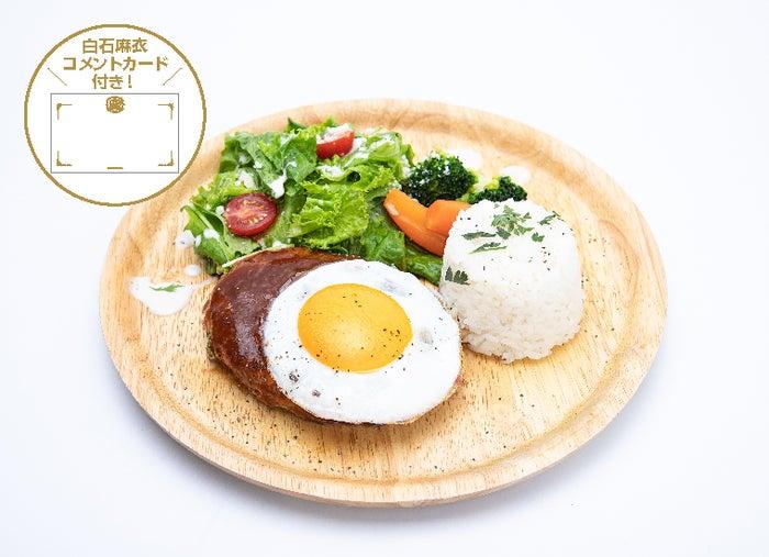 ハンバーグプレートと3種のデリセット1,599円(C)乃木坂46LLC