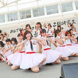 NGT48、研究生21名がお披露目ライブ 感極まるメンバーも<セットリスト>