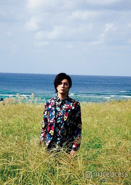 間宮祥太朗1st PHOTO BOOK『未熟者』ワニブックス刊(撮影:京介)