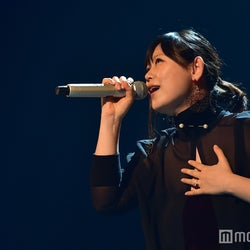 絢香、出産を経て再び紅白のステージに 名曲「三日月」で美声届ける<紅白本番>