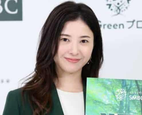 """吉高由里子、""""SMBCイメージ""""緑のスーツに笑顔 なで肩「カバーされてる」"""