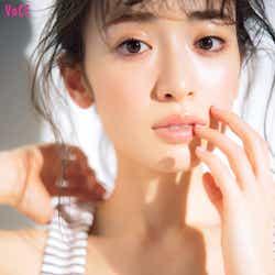 泉里香/「VOCE」7月号(画像提供:講談社)