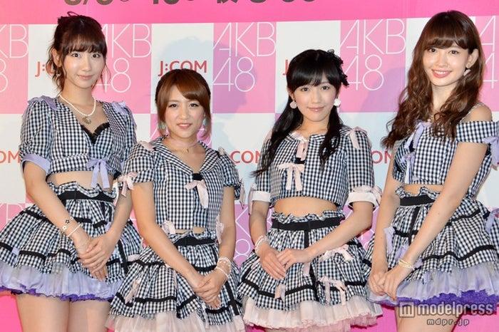 「AKB48 37thシングル選抜総選挙」について語ったAKB48(左より)柏木由紀、高橋みなみ、渡辺麻友、小嶋陽菜