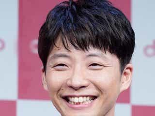 星野源、「着飾る恋には理由があって」主題歌『不思議』を聴く姿を公開 ファン「ギュンでした!」「最高!」