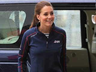 英キャサリン妃、美しいジャージ姿で公務