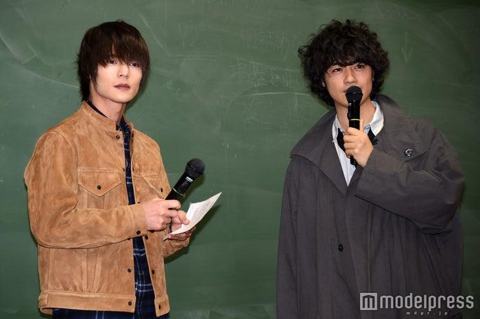 (左から)窪田正孝、斎藤工(C)モデルプレス