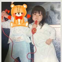 """モデルプレス - """"天使すぎる""""橋本環奈、幼少期の写真公開に「小さい頃から天使」"""