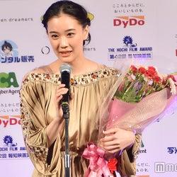 蒼井優、主演女優賞を受賞 「日本にいたことを忘れないでほしい」と故人を偲ぶ<第42回報知映画賞>