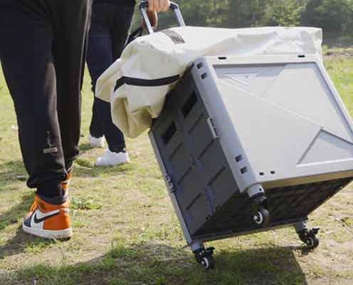 5秒で椅子・机・貯水タンクになる50Lの大容量キャリーカート。収納時は奥行11.5cmの薄型に