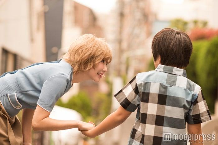 益若つばさ、息子と初インタビュー 今もママと結婚したい?「小さな彼氏」の本音(C)モデルプレス