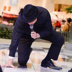 ステージをほぐす八木真澄/吉本坂46「泣かせてくれよ」発売記念イベント(C)モデルプレス