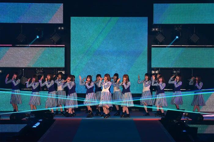 日向坂46(C)Rakuten GirlsAward 2019 SPRING/SUMMER