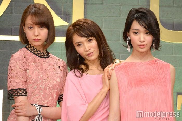 (左から)トリンドル玲奈、山口紗弥加、剛力彩芽(C)モデルプレス