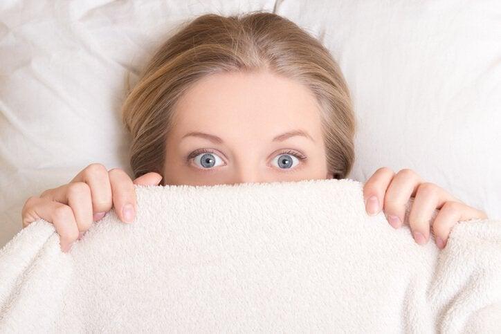 【浮気調査】スマホ覗き見より安全?…浮気をあぶり出す質問3つ