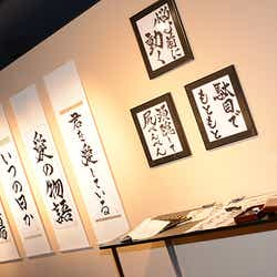 個展「始~絵具バカ日誌」の様子