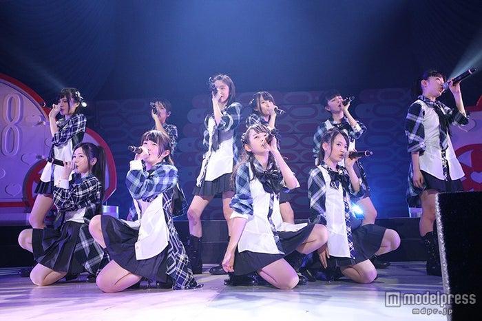 AKB48チーム8、新メンバー&選抜ユニット楽曲初お披露目 スペシャルゲストも(C)AKS【モデルプレス】