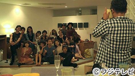 新旧メンバー集結で記念撮影/「テラスハウス」最終回(9月29日)より