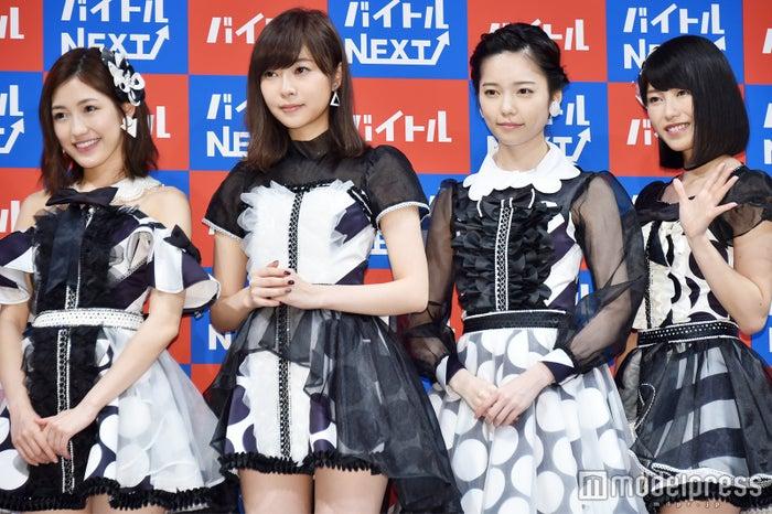 (左から)渡辺麻友、指原莉乃、島崎遥香、横山由依(C)モデルプレス
