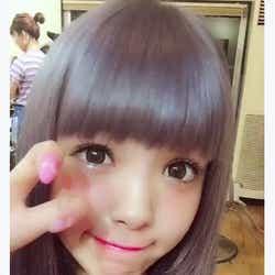 """モデルプレス - 藤田ニコル""""おしゃカラー""""なネイビー髪に絶賛の声「お人形みたい」 ヘアチェンジに注目集まる"""