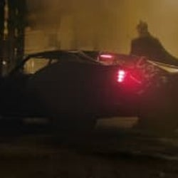 新バットモービルお披露目!ロバート・パティンソン主演『ザ・バットマン』