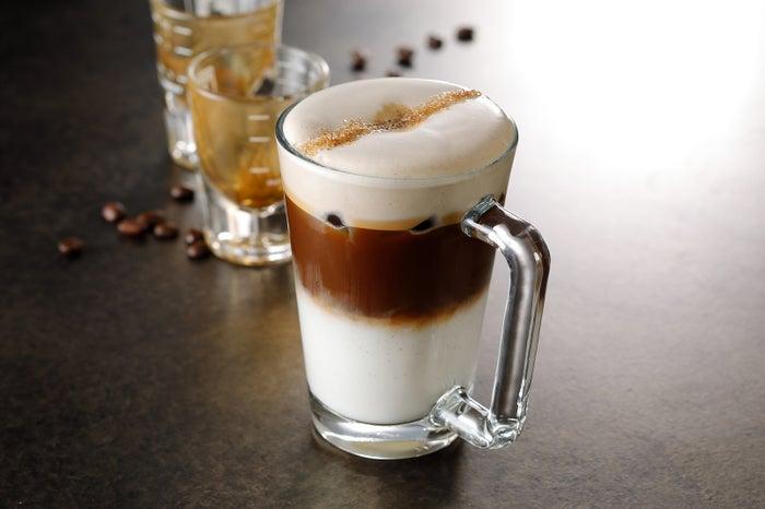 アイス マキアート コン クレマ(スターバックス リザーブ バー)/画像提供:スターバックス コーヒー ジャパン