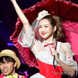 紗栄子が宙から降臨 ド派手演出のダンスで観客虜に<sweet collection 2019>