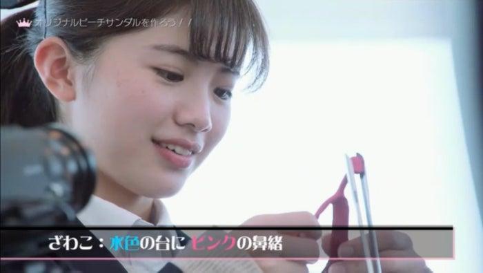 サンダルづくりの様子/「女子高生ミスコンFINALIST~ハレトキドキJK~」より(提供画像)