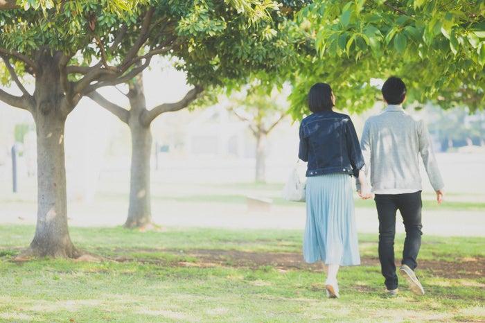 ちょっとした気遣いで別れ際の印象は変わる!/photo by ぱくたそ