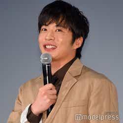 ポップコーンを持って登場した田中圭(C)モデルプレス