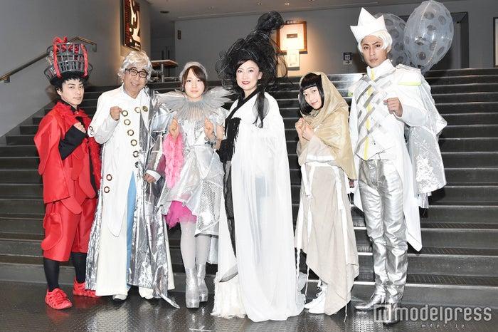 (左より)米原幸佑、木根尚登、高橋朱里、一路真輝、久保田未夢、小笠原健 (C)モデルプレス