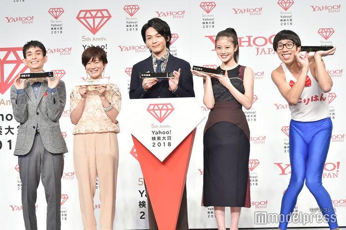 「Yahoo!検索大賞2018」発表会に出席した矢部太郎、小林由美子、中村倫也、今田美桜、ひょっこりはん (C)モデルプレス