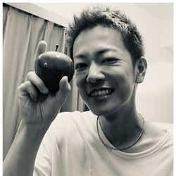 モデルプレス - 佐藤健、短髪姿にファン悶絶「破壊力すごい」千鳥ノブが近影公開