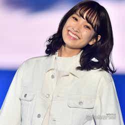 モデルプレス - けやき坂46佐々木久美、ハッピーオーラ満開 笑顔のランウェイに歓声<TGC SHIZUOKA 2019>
