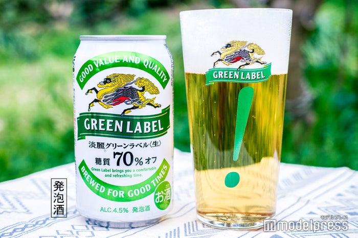 リニューアルした『淡麗グリーンラベル』と「!」グラス(C)ビューティーガール