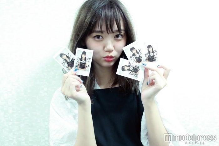 江野沢愛美のサイン入りポラロイドをプレゼント
