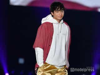 """小関裕太、""""ピンクの靴下×ハーフパンツ""""ひとクセコーデを難なく着こなす<TGC熊本2019>"""