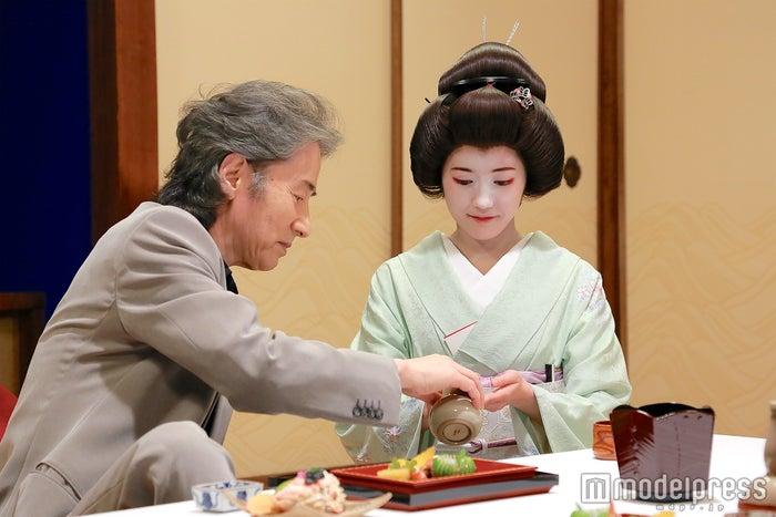 田村正和、渡辺麻友(画像提供:テレビ朝日)