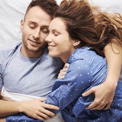 【男性の本音】男性が実はドキドキしてる「彼女との添い寝スタイル」