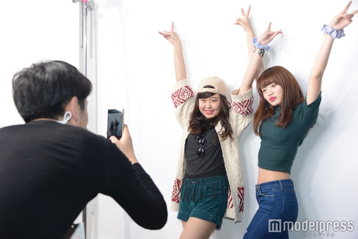 プロカメラマンによる撮影でより笑顔に(C)モデルプレス
