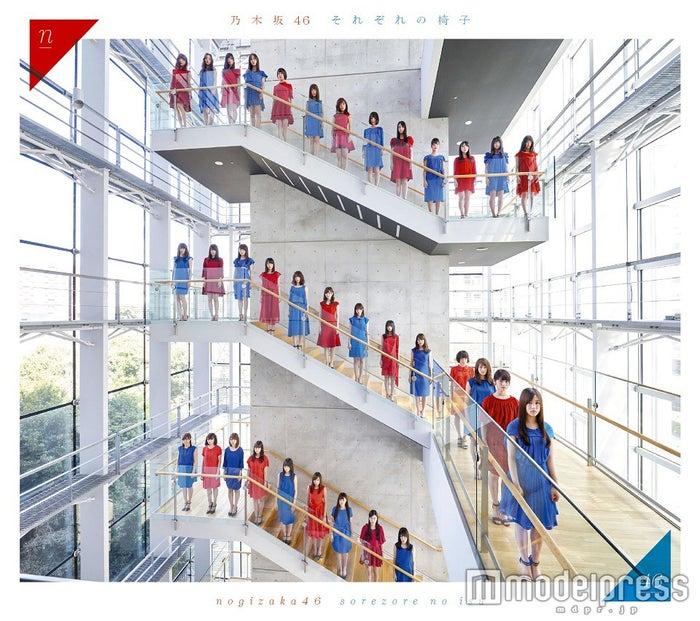 乃木坂46・2ndアルバム『それぞれの椅子』(5月25日発売)タイプB